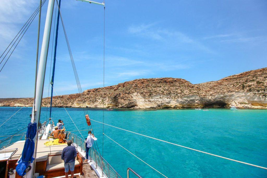 Fare una gita in barca a Lampedusa