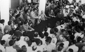 Lampedusani in assemblea durante le proteste del 1964